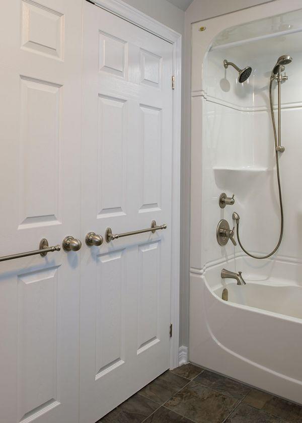 sjr84bathroom6AE0A147-D0CB-D46E-2B52-7104EEBC62AE.jpg